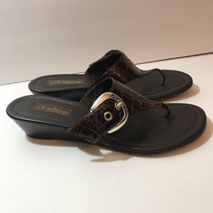 *BRIGHTON* Lark Leather Thong Sandals